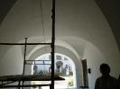 Oprava průchodu v zámku na Pátku před zahájením sezony - provedli  zaměstnanci provozu